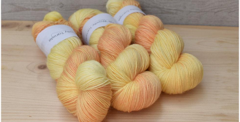 Peach kiss - 4ply merino bamboo yarn