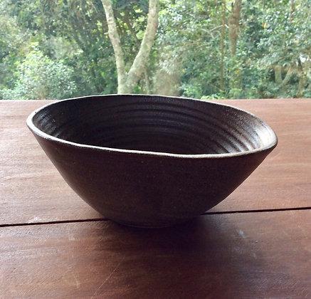 Tigela oval de cerâmica