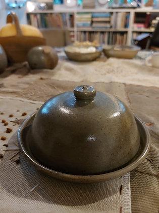 Manteigueira de cerâmica