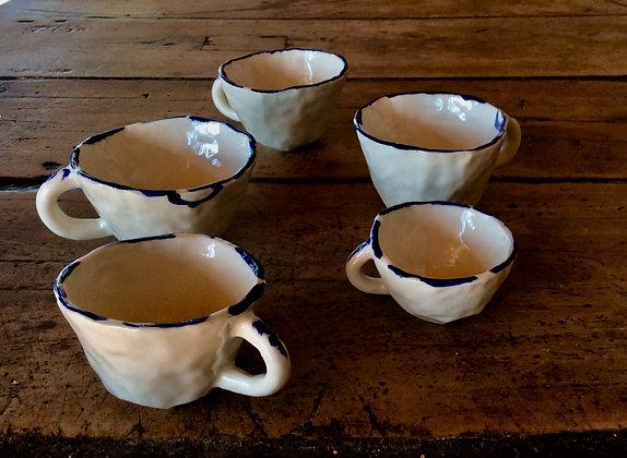 5 xícaras de porcelana Morro do Pinhão