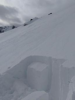 Ein Blick in die Schneedecke und ein paar Tests können einem viel erklären