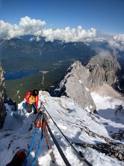 Klettersteig an der Zugspitze früh im Jahr