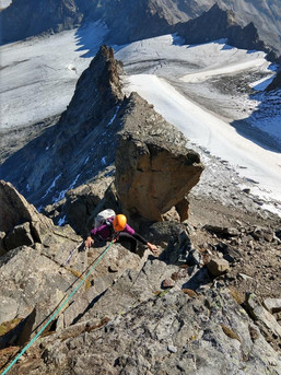 Schöne Kletterei zum Gipfel am Piz Kesch
