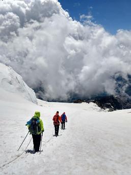 Abstieg zur Gnifetti Hütte im Monte Rosa Massiv