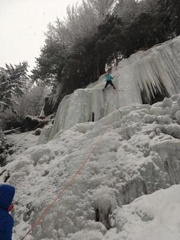 Steiles Finale beim Eisklettern in Südtirol