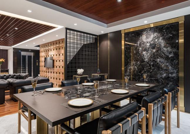 Petrified Wood Black Dining table + deco