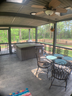 Hot Tub/Back Screened in Porch
