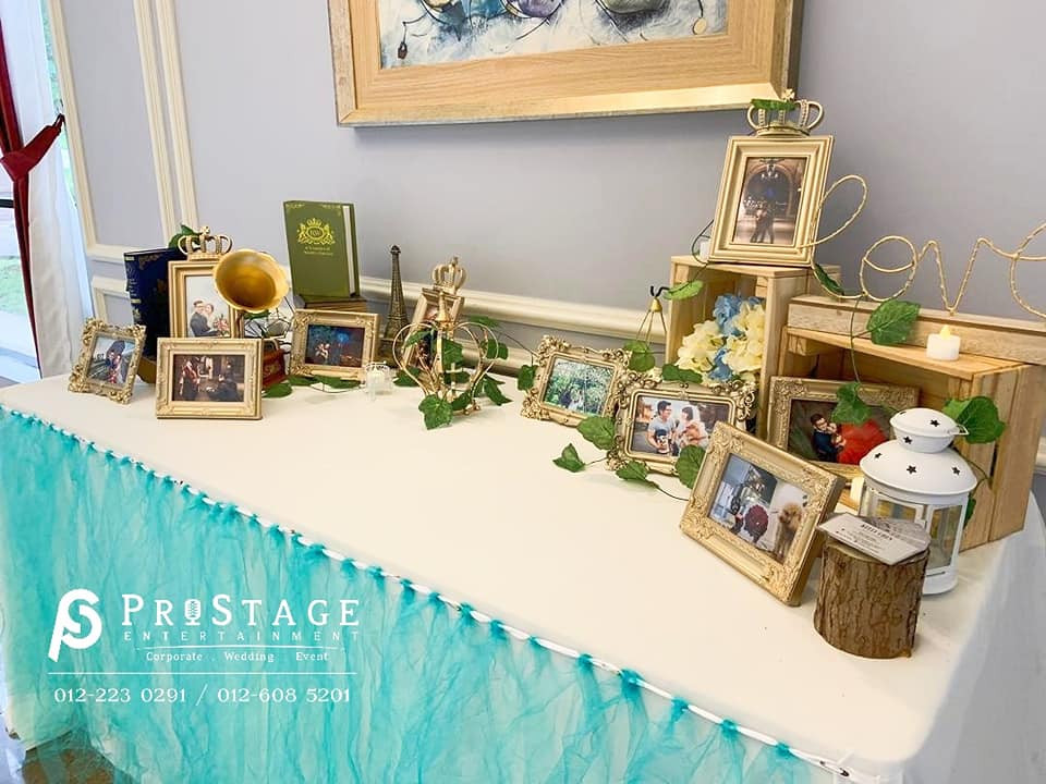 Tiffany Blue Theme Photo Table