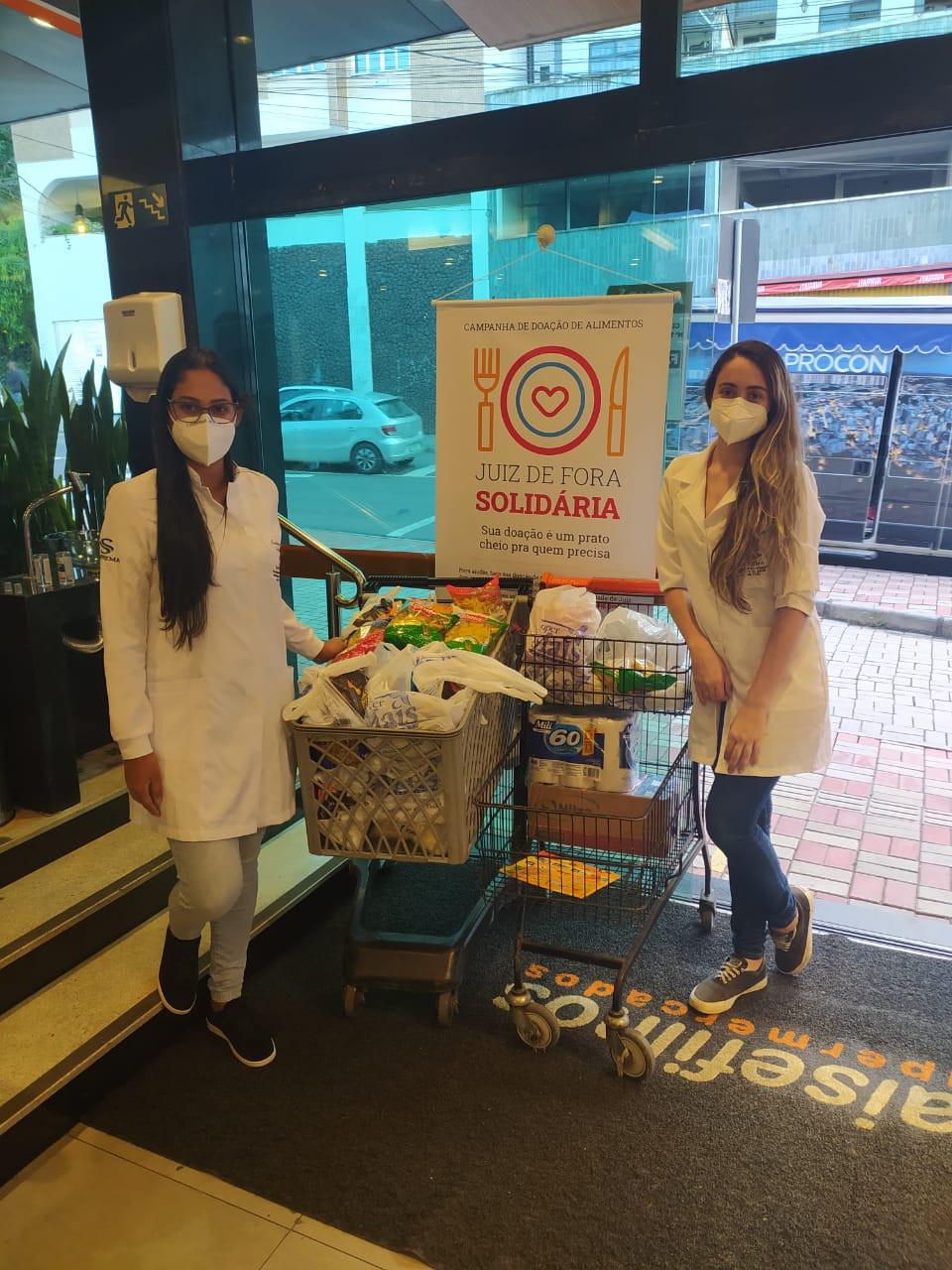 Estudante de enfermagem da Suprema em campanha de doação de alimentos