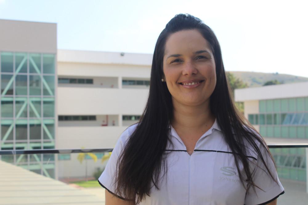 Funcionária da Faculdade Suprema Três Rios