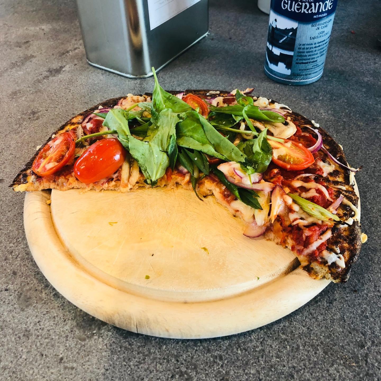 Pizza et sa pate chou-fleur