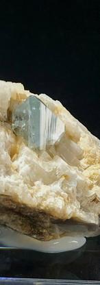 REF09 (3181A)  Euclase on Calcite   1980€