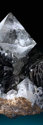 REF27  Quartz on Hematite var Iron Rose 1200€