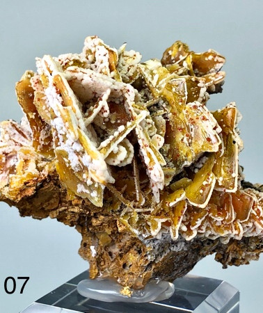 REF07 WULFENITE, CALCITE, PLATTNERITE AND VANADINITE 600€