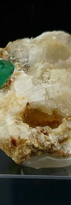 REF29 (3227A)  Emerald on Calcite  190 €