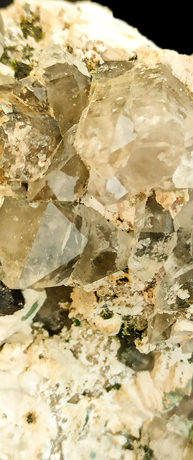 REF28  ORTHOCLASE, SMOKY QUARTZ, GARNET, ARAGONITE- 55€