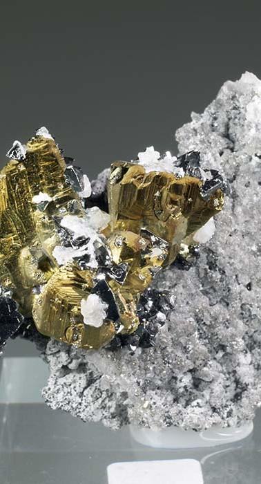 REF04  CHALCOPYRITE, TETRAHEDRITE, SPHALERITE, CALCITE.  SOLD