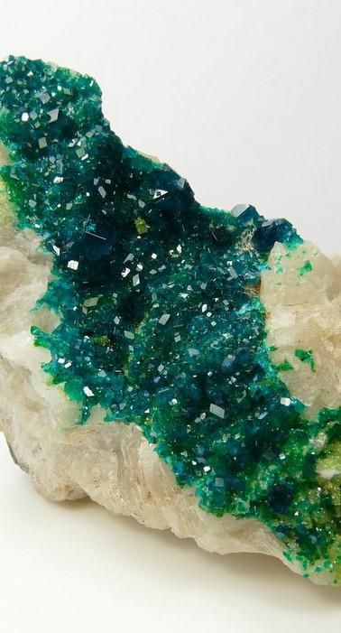 REF-02  Dioptase, calcite, duftite   US $ 280
