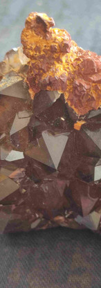 REF22  Smoky quartz and lava flow-  90€