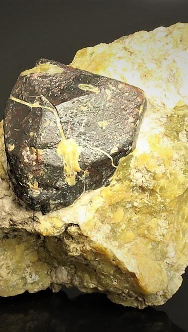 REF04-Hematite on Hydrotalcite & Lizardite - €70