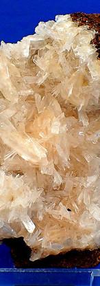 REF28-  Hemimorphite, Calcite…32,00€