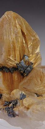 REF12- Quartz with Rutile and Hematite-  200€