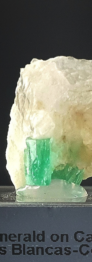 REF29  (2033A) EMERALD ON CALCITE-  260€