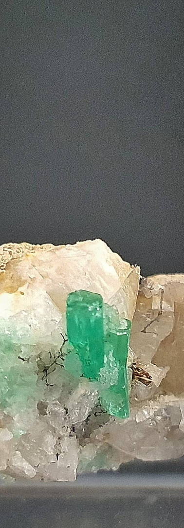 REF17 (3200A) EMERALD ON CALCITE AND QUARTZ  -  150€