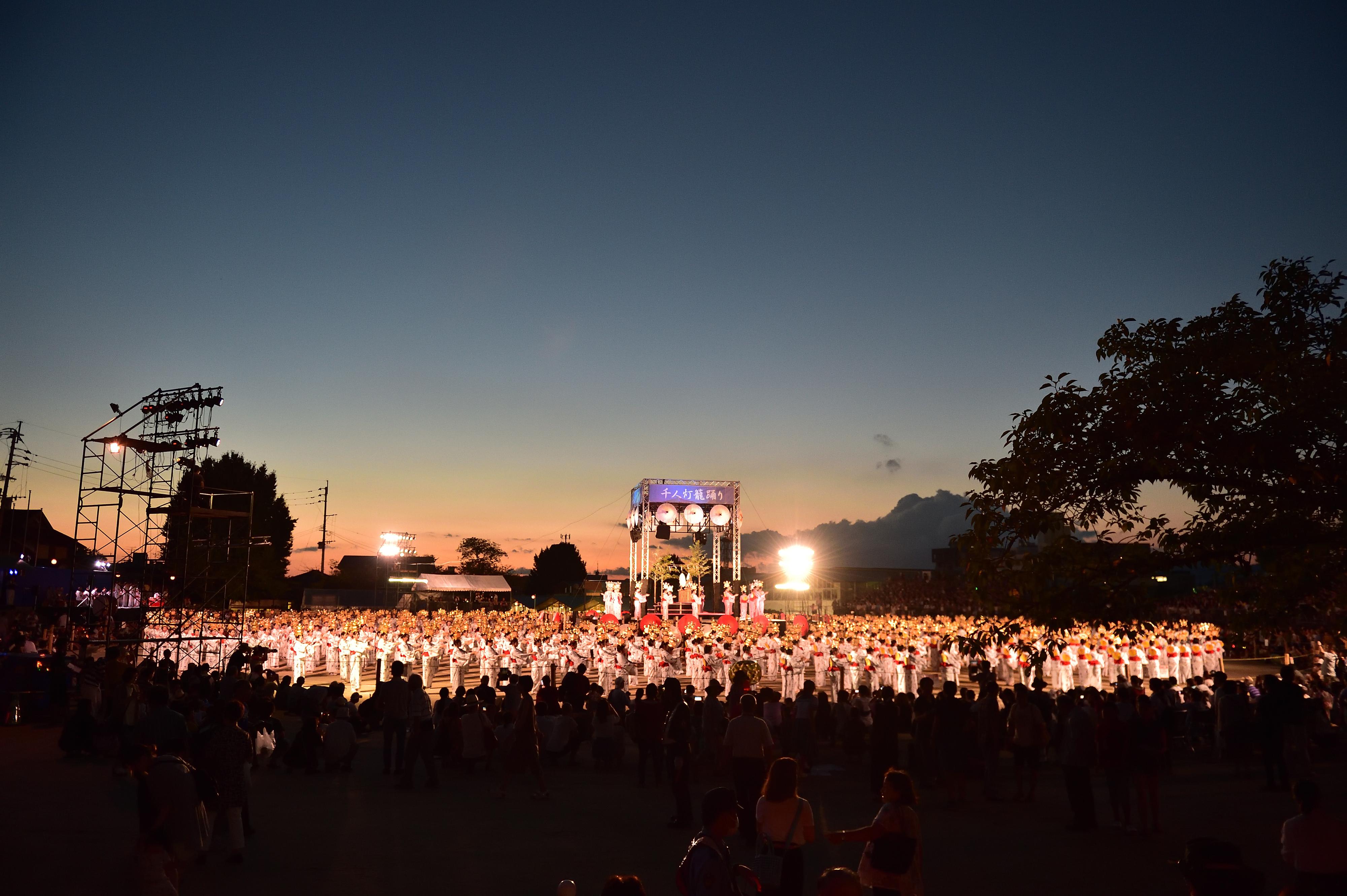 千人燈籠踊り