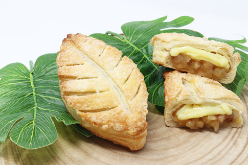 Leaf with apple, raisin and custard cream