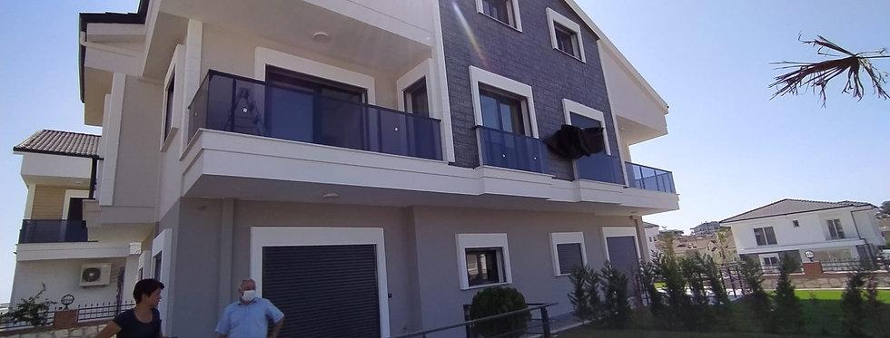 Satılık Didim Altınkum'da 4+1 Triplex Villa