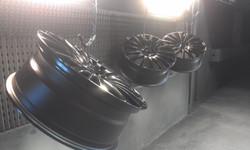 Powder coat - Jet black gloss - Merc wheels