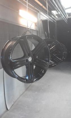 Powder coating - Jet black gloss - VW wheels