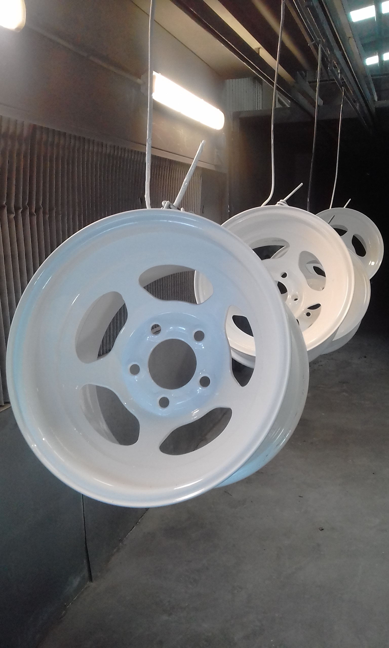 Powder coating - Pearl white - Mustang race wheels