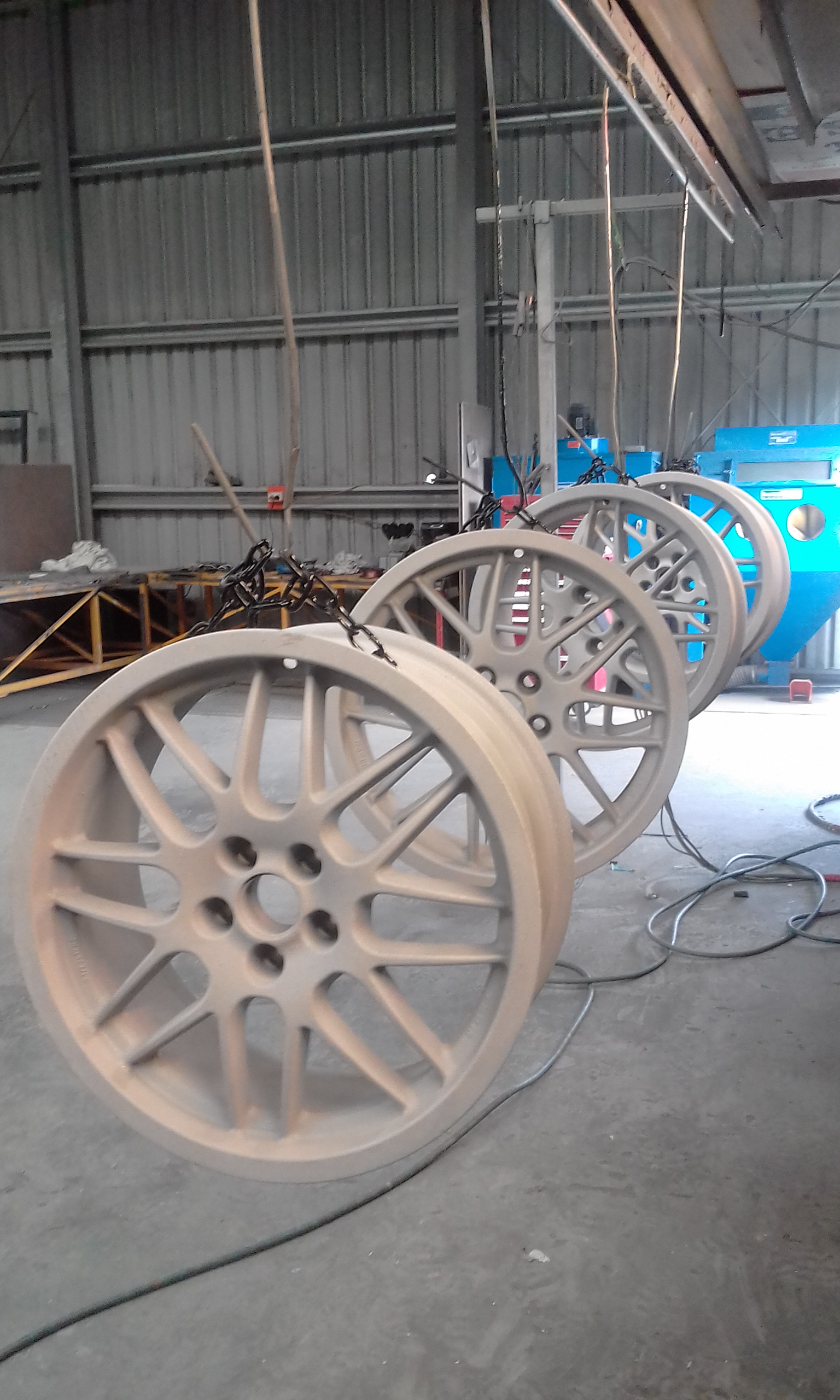 Abrasive blasting - Glass - Wheels blasted by SODABLAST ACT