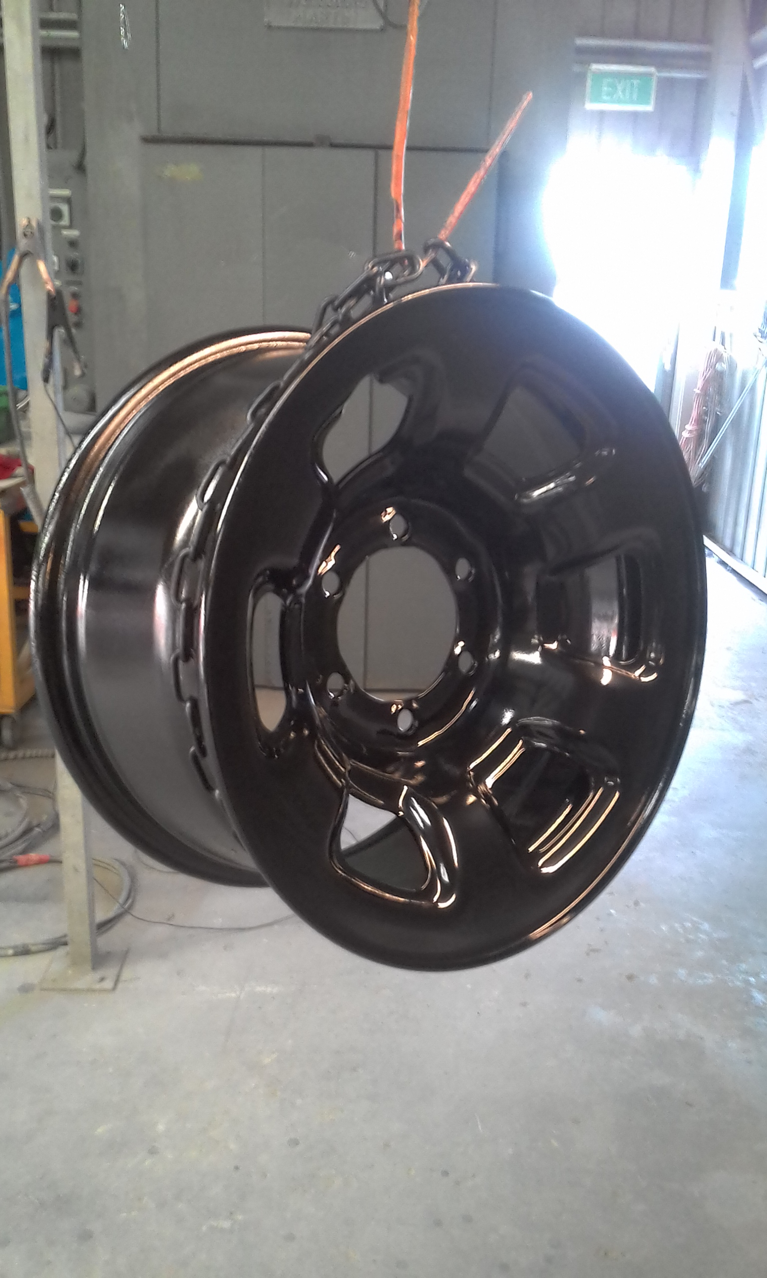 Powder coating - Jet Black Gloss - Toyota wheel
