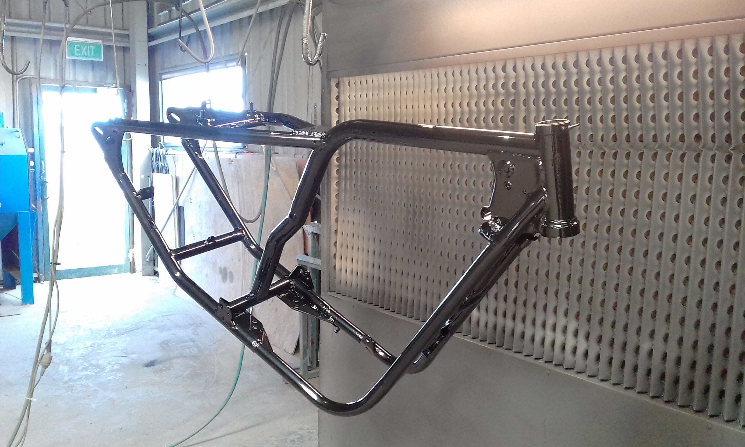 Powder coating - Oxytec Jet black gloss - Bobber chopper frame