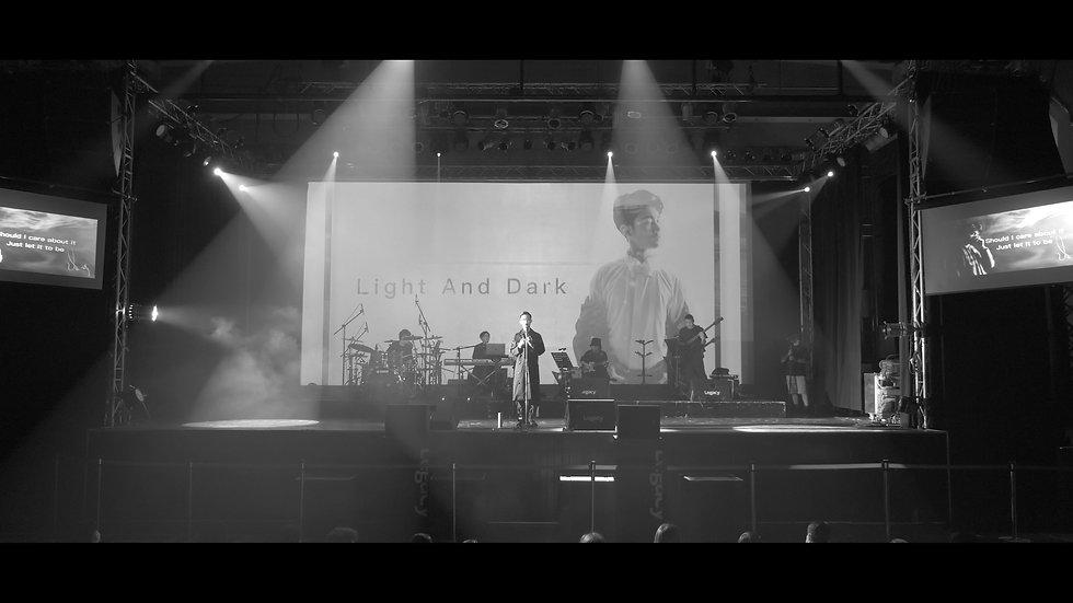 LIGHT AND DARK THE ONE 演唱會版.jpg