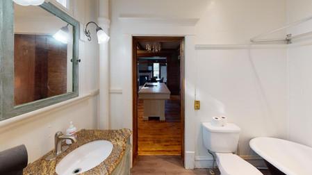 404-W-Riverton-Bathroom(1).jpg