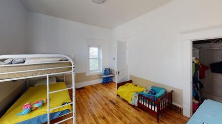 404-W-Riverton-Bedroom(2).jpg