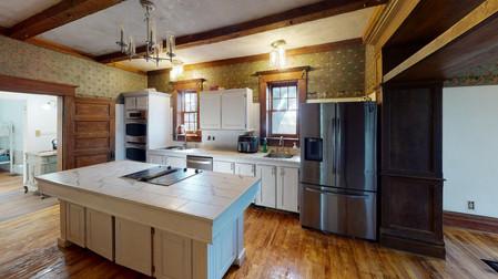 404-W-Riverton-Kitchen.jpg