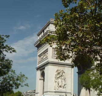 Em Paris, o silêncio!