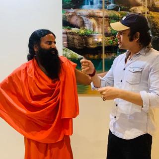Maharishi Aazaad in discussion with Yog