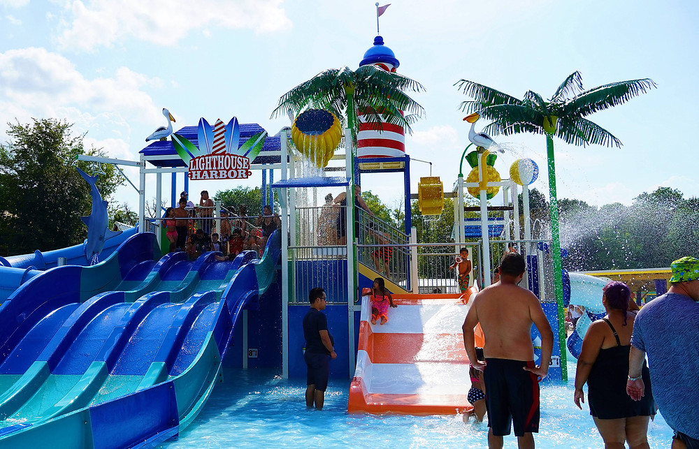 SANTA SPRING WATER PARK IN EAST DUNDEE, ILLINOIS