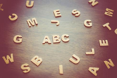 木製ABCロゴ