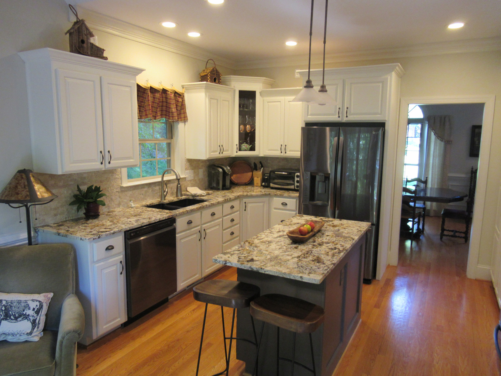 Queen City Kitchens | CABINET REPAINTINGS
