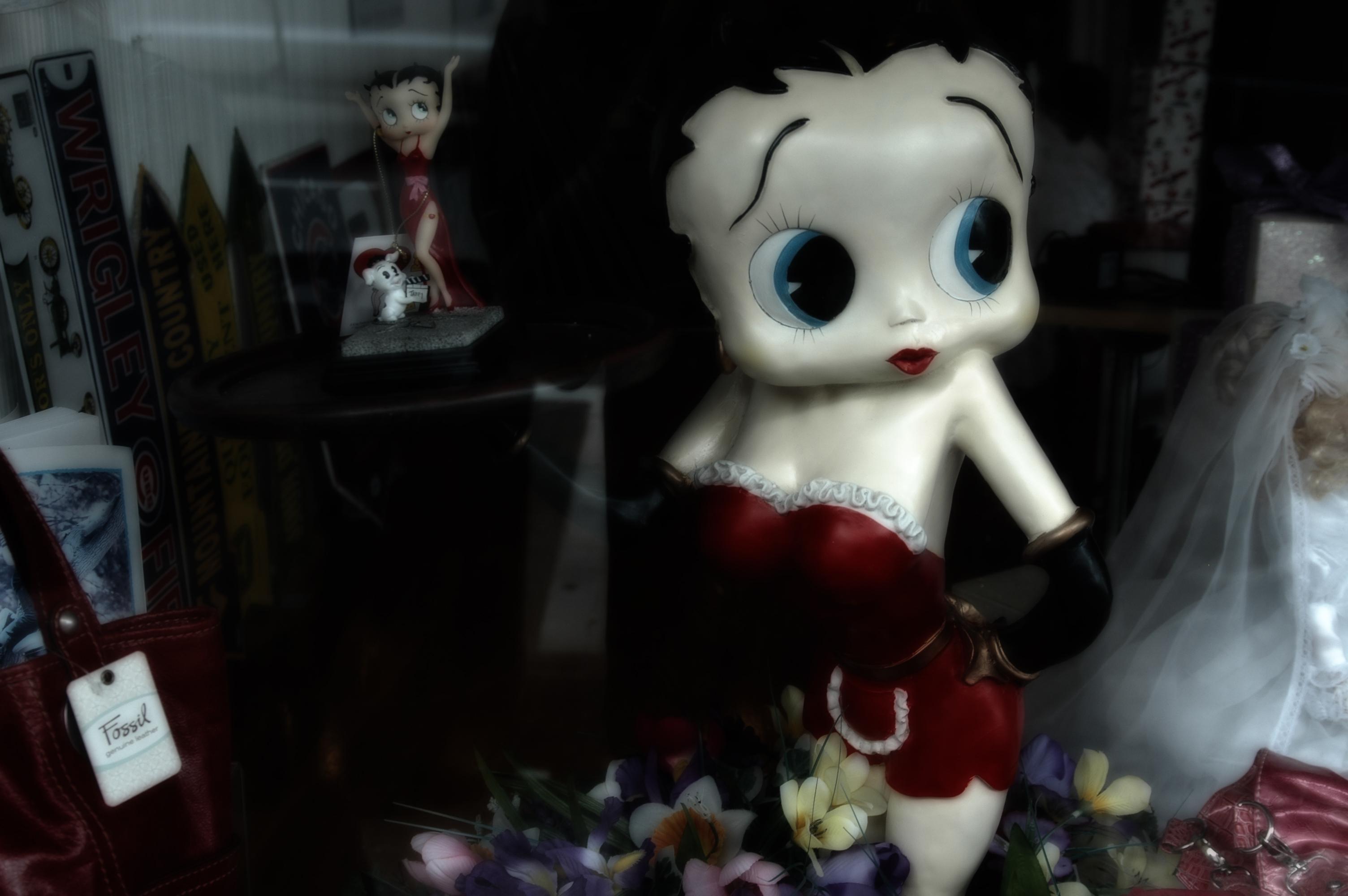 Betty Boop Thru The Window (2)