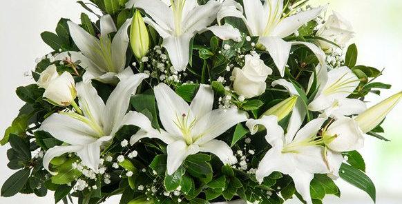 Bembeyaz Lilyumlar Ve Güller