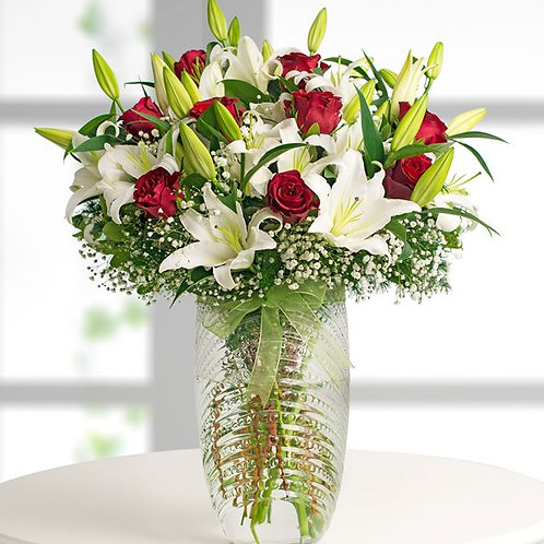 Lilyum Ve Güller Palmiye Vazoda