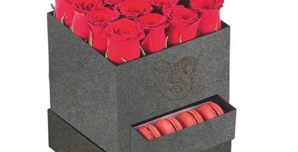 Kutuda Kırmızı Güller ve Makaron